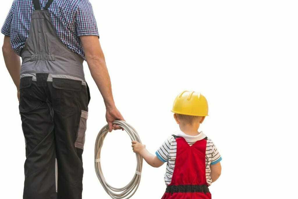 Teilzeitausbildung Vater, Sohn, Bauarbeiter