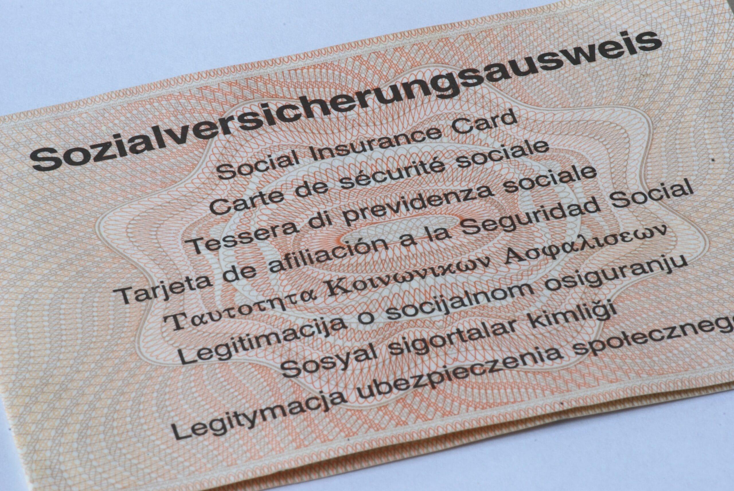 Sozialversicherung: Azubis sollten Ausweis prüfen