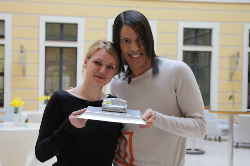 Augenoptikerin empfängt Promi aus Germanys Next Topmodel