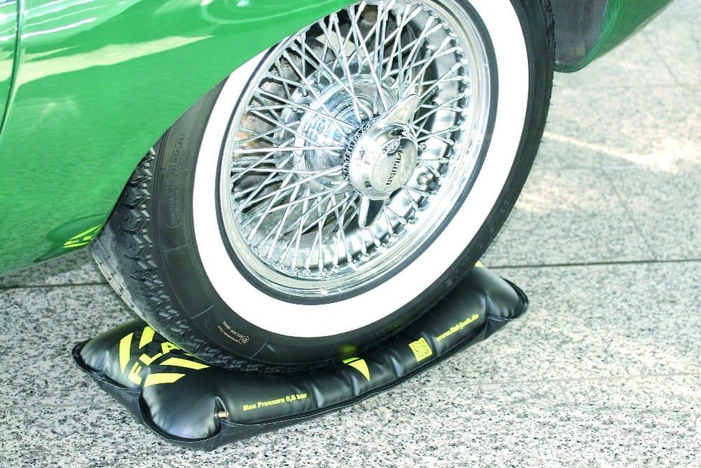 Luftkissen schont Oldtimer-Reifen