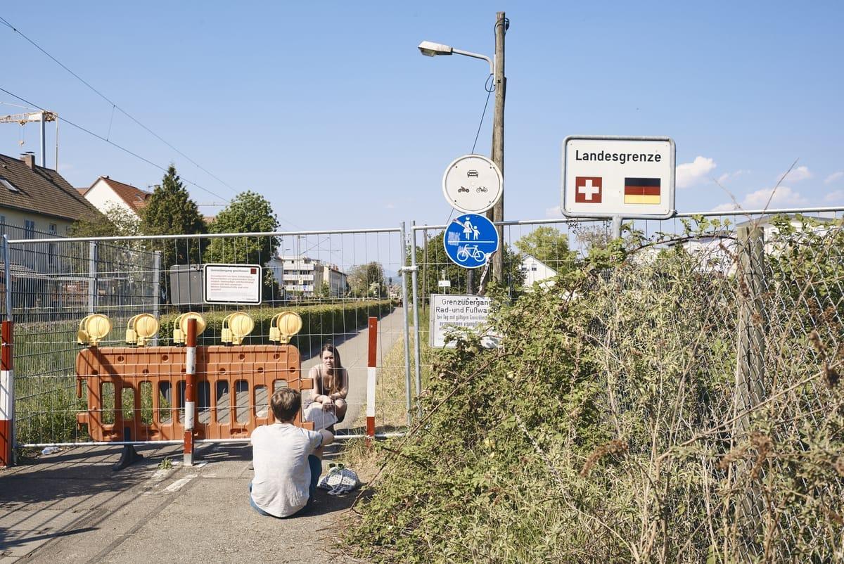 Geschlossener Grenzübergang zwischen Deutschland und der Schweiz im Zuge der Coronapandemie