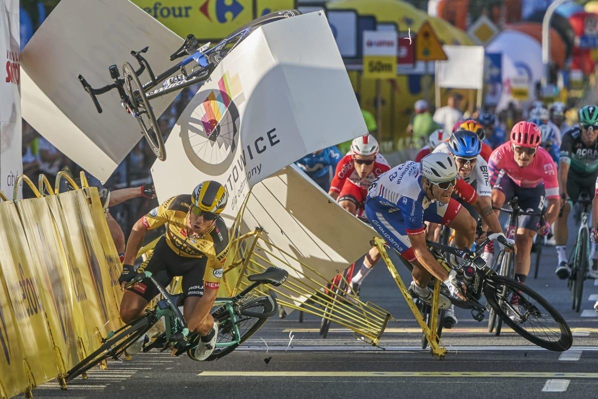 Radrennfahrer stürzen bei der Tour de Pologne