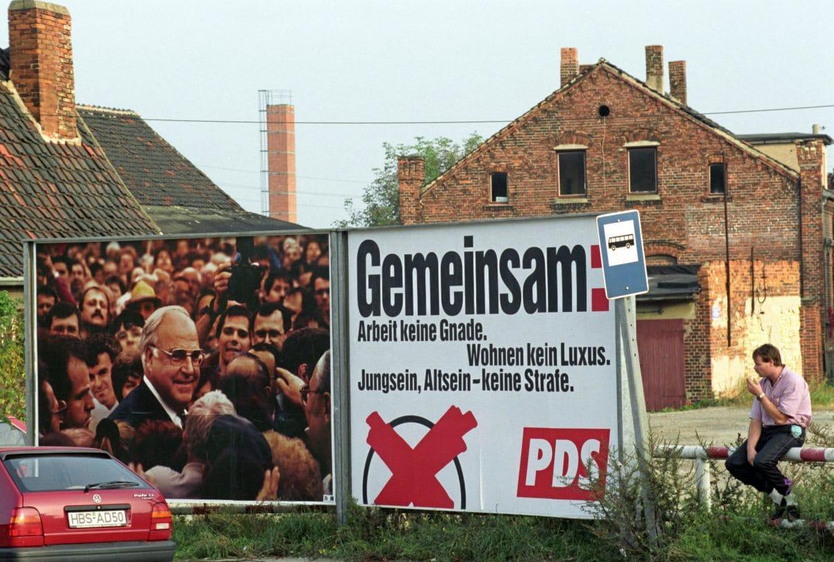 PDS- und CDU-Wahlplakat nebeneinander in Halberstadt