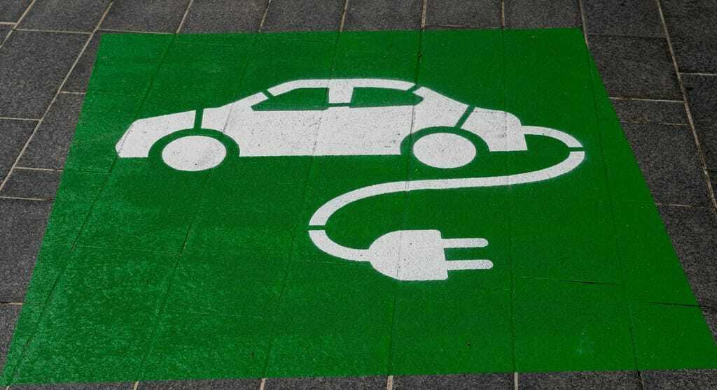 Hinweis für eine elektrische Ladestation auf dem Boden